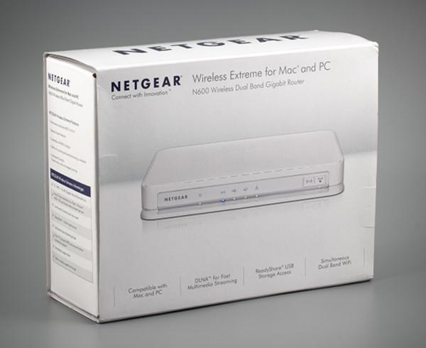 Упаковка беспроводного роутера Netgear WNDRMAC