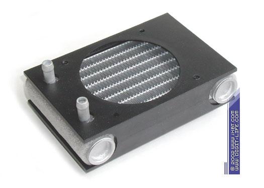 """Этот радиатор построен по традиционной  """"батарейной """" схеме, часто встречающейся в автомобильных теплотехнических..."""