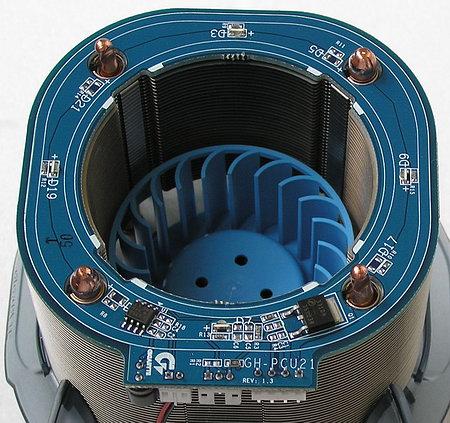 Как и у предшественника, скорость вентилятора регулируется простейшей схемой управления, состоящей из операционного...