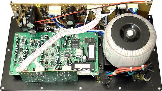 Это одна микросхема LM1875 и