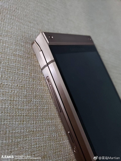 more-images-of-samsungs-w2019-published_