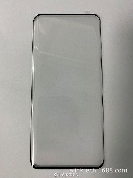 Живое фото демонстрирует крошечные рамки экрана Huawei P50 Pro
