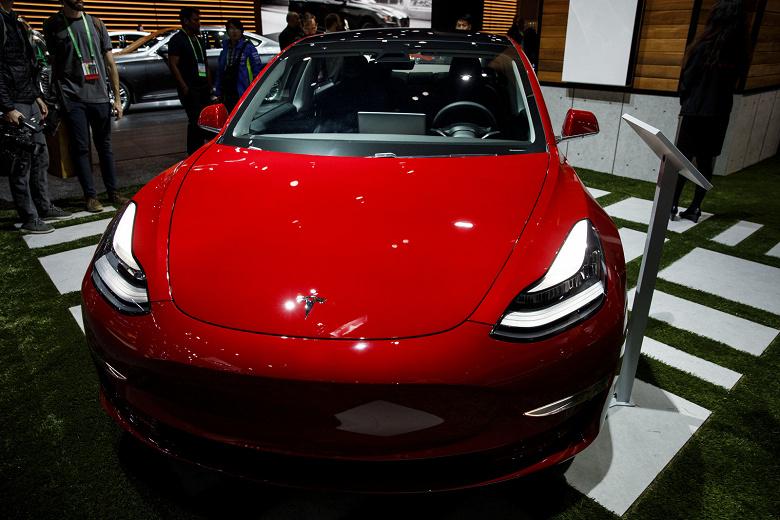 Начались поставки Tesla Model 3 за пределами США