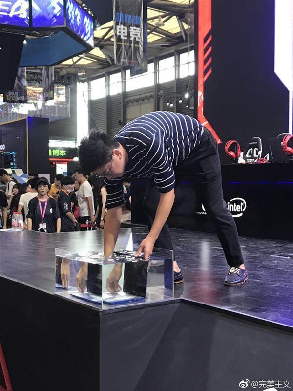 Представлен первый в мире водонепроницаемый ноутбук Raytheon Uncia