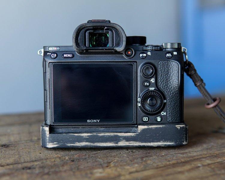 JB+Sony+A7III+Wood+Grip+XL+Black-7.jpg
