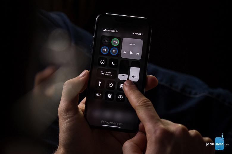 ios-13-iphone-xi-dark-mode-control-cente