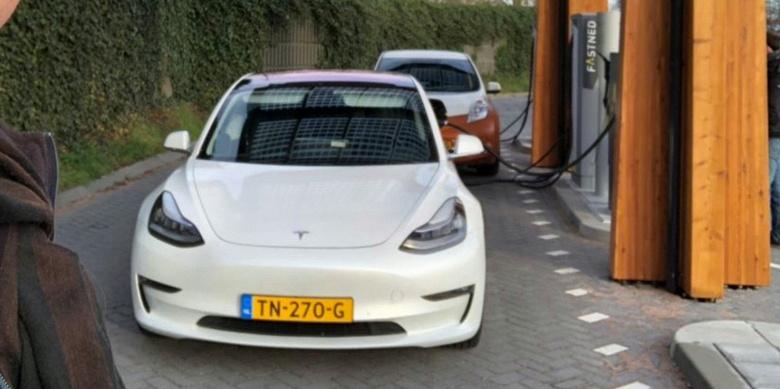 Tesla-Model-3-CCS-charging-e154515627370