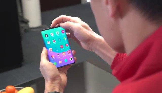 Xiaomi-Foldable-phone-b.jpg