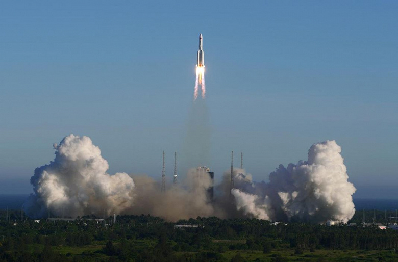 Китай запустил космический корабль, впервые используя свою самую большую ракету
