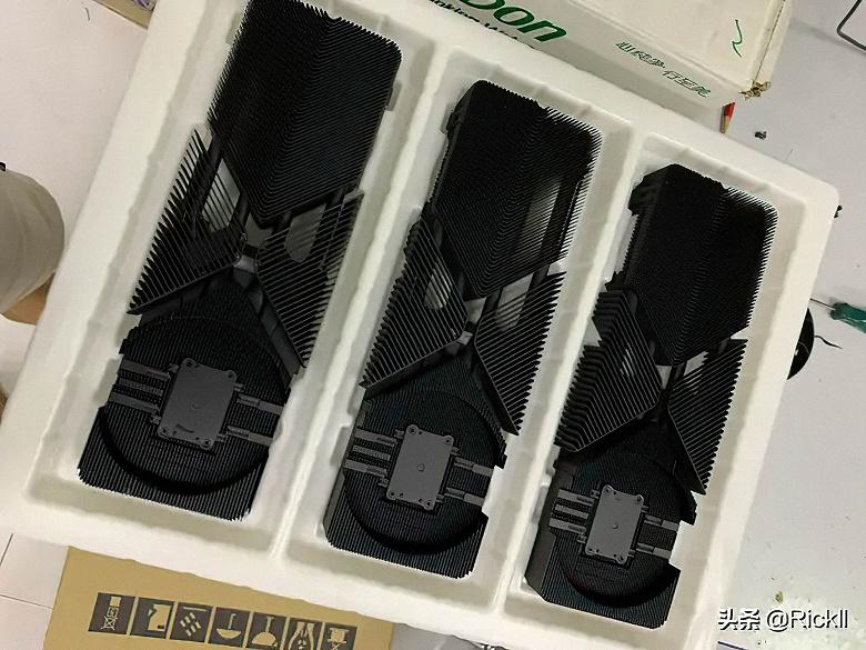Очень необычные радиаторы системы охлаждения GeForce RTX 3080 во всей красе