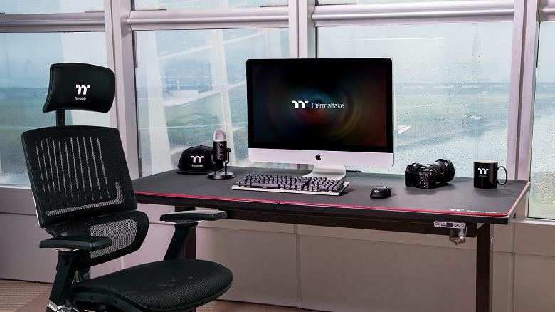 Коврик для мыши Thermaltake M900 XXL RGB поместится далеко не на каждом столе