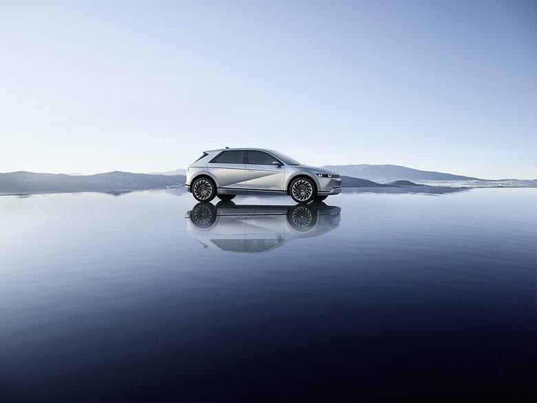 Hyundai представила электрический кроссовер Ioniq 5 за 4,7 миллиона рублей. Он будет продаваться в России