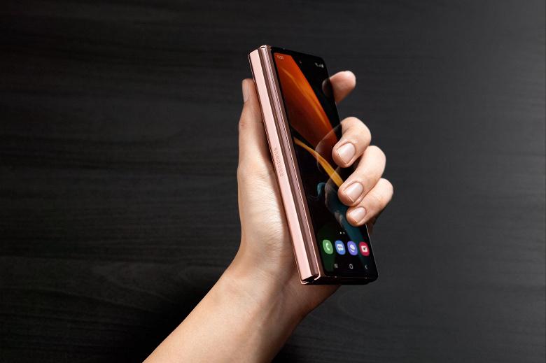 Самый доступный смартфон нового поколения от Xiaomi будет похож на Samsung Galaxy Z Fold 2