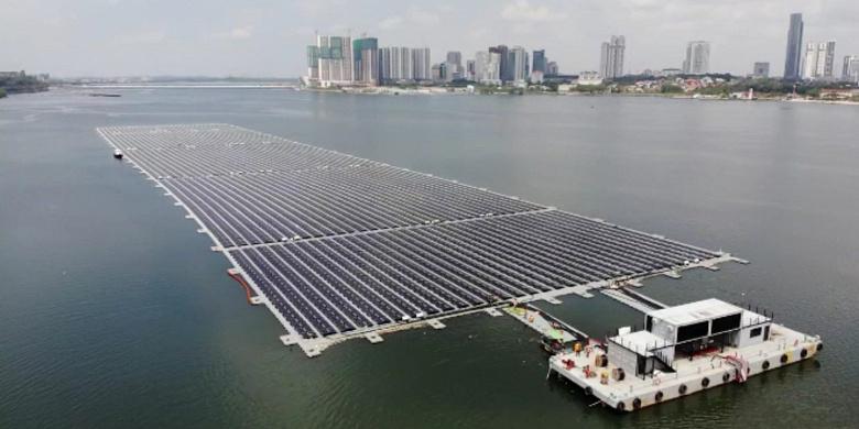 В Сингапуре завершено строительство одной из первых плавучих солнечных электростанций