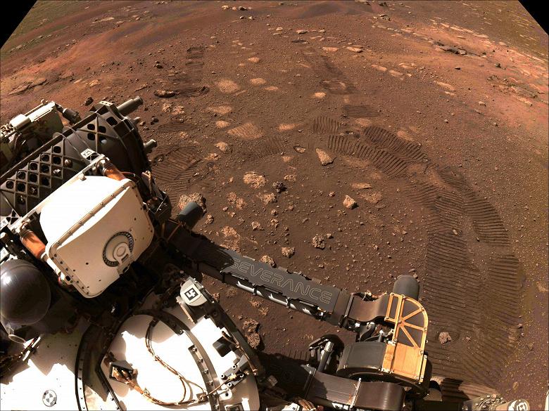 Марсоход Perseverance наконец проехал по поверхности планеты и прислал новое фото