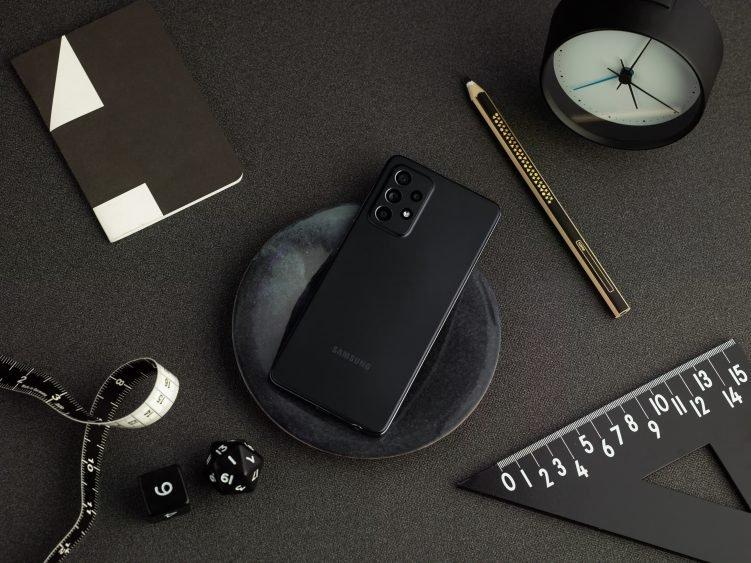 Прошивка для Samsung Galaxy A52 улучшила камеру, качество связи и работу сенсорного экрана