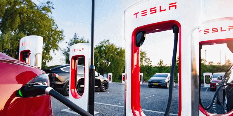 Tesla строит самую большую в мире зарядную станцию Tesla Supercharger