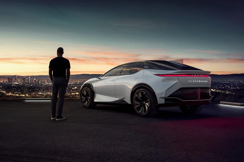 Двухтонный Lexus разгоняется от 0 до 100 км/с за 3 с и проезжает 600 км без подзарядки. Представлен Lexus LF-Z Electrified