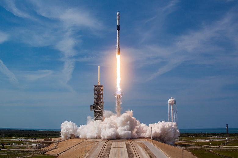 SpaceX вошла в историю: компания в десятый раз запустила и посадила одну и ту же первую ступень ракеты Falcon 9