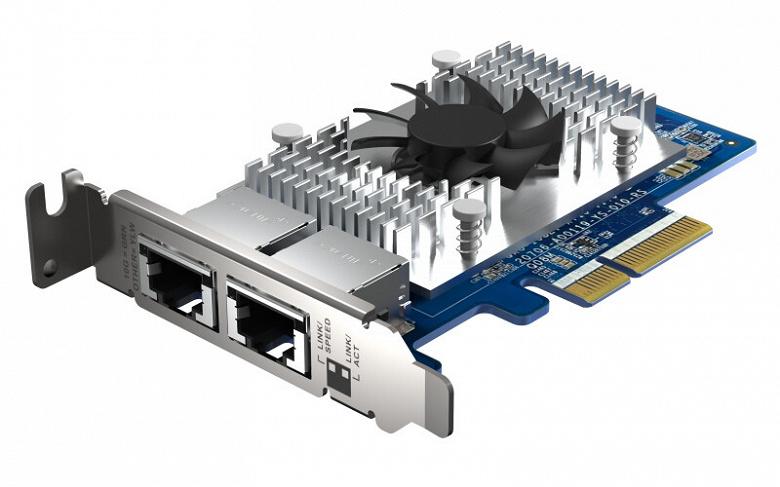 На карте расширения Qnap QXG-10G2T-X710 установлено два порта 10GbE