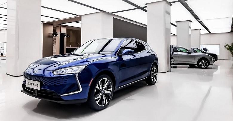 1000 магазинов Huawei начнут продажи машин в этом году. 300 000 автомобилей будет продано в 2022 году