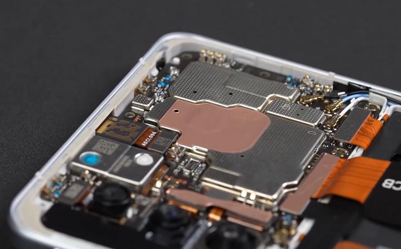 Так выглядит самый тонкий, самый дешевый и хитовый игровой смартфон изнутри. Опубликована официальная разборка Redmi K40 Game Enhanced Edition