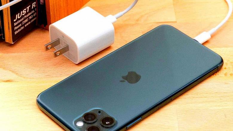 Apple наконец поставили на место. Суд заставил компанию бесплатно поставить зарядное устройство покупателю iPhone 12