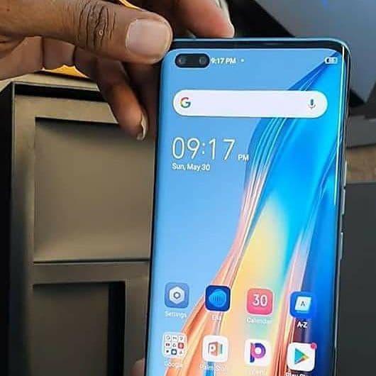Изогнутый экран OLED, 90 Гц, 50 Мп, 4700 мА·ч и 33 Вт. Характеристики и живые фото смартфона Tecno Phantom X