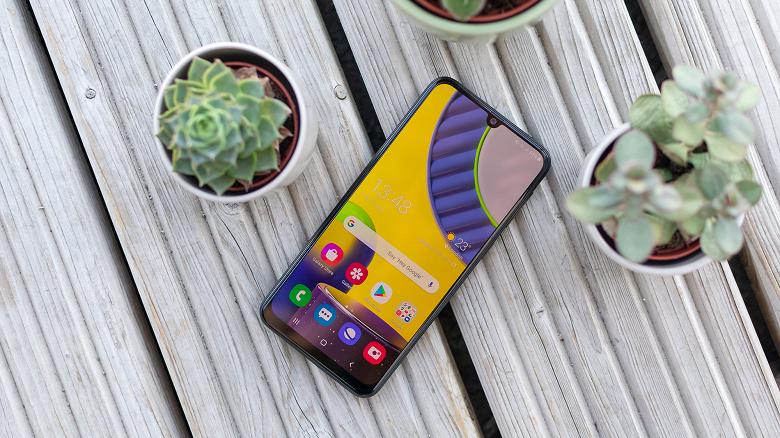 Заряжать очередной монстр автономности Samsung придётся долго. Galaxy M32 получит 15-ваттную зарядку