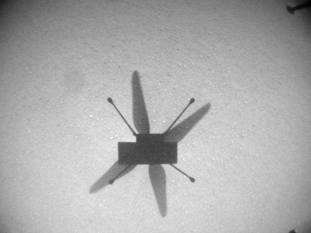 Вертолет Ingenuity улетел в новое место на Марсе и прислал фото