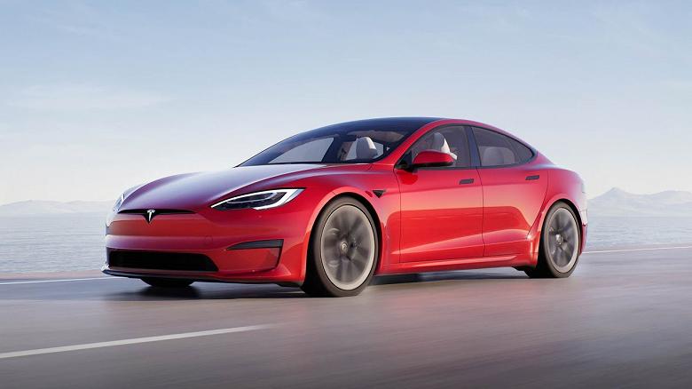 Tesla Model S Plaid сравнили с Nissan GT-R: реальные результаты электромобиля оказались хуже заявленных