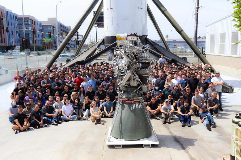 Илон Маск показал 100-й собранный двигатель SpaceX Raptor, осталось ещё несколько тысяч для постройки города на Марсе