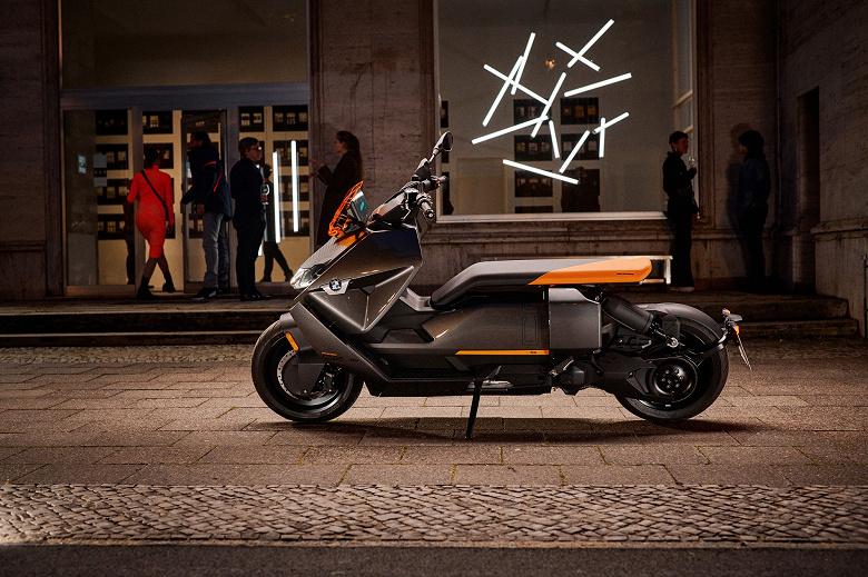 Представлен электроскутер BMW CE 04 со скоростью до 120 км/ч и разгоном от 0 до 50 км/ч за 2,6 с
