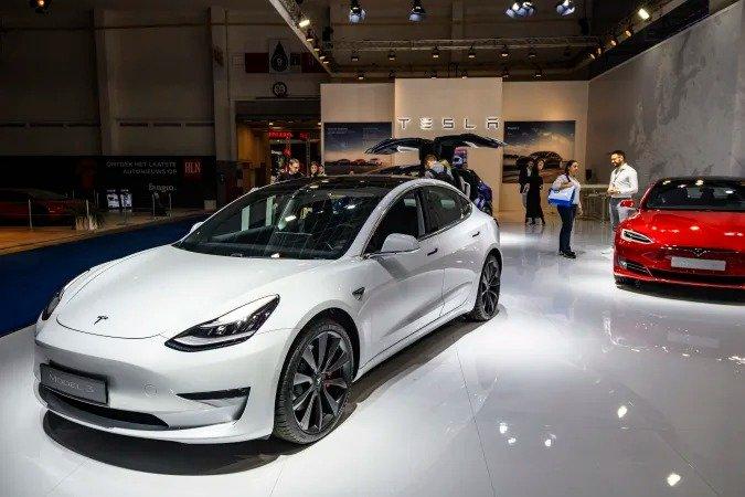 Tesla предлагает подписку на полный автопилот за 199 долларов в месяц