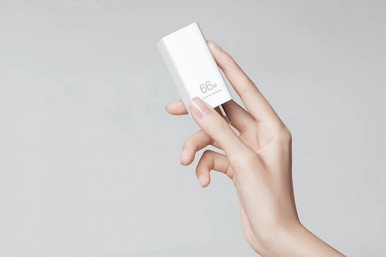Очень маленькое мощное зарядное устройство с тремя портами USB. Представлено ЗУ Huawei 66WSuperChargeGaNMulti-portCharger