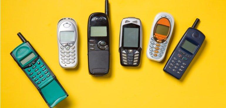 Примерно каждый пятый житель России пользуется обычным кнопочным мобильным телефоном. Появилась свежая статистика продаж