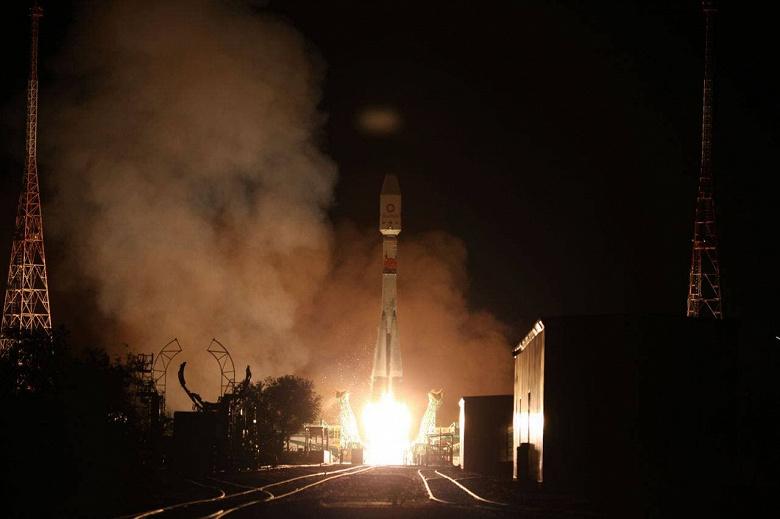 Роскосмос успешно запустил «Союз» и доставил 34 спутника OneWeb на орбиту. Трансляцию можно посмотреть в записи
