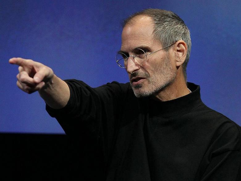 «Любители носить водолазки не должны указывать, как выглядит ваш телефон», — Samsung прошлась по покойному Стиву Джобсу в рекламе своего приложения