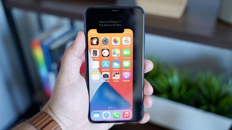 Официальные iPhone 12 в России распродают со скидкой до 24 тысяч рублей