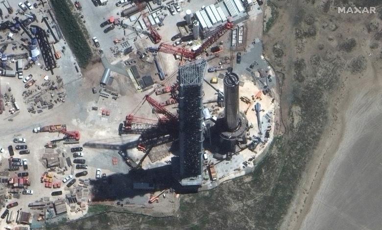 Ракета SpaceX Super Heavy выглядит гигантской даже из космоса: её сфотографировали со спутника