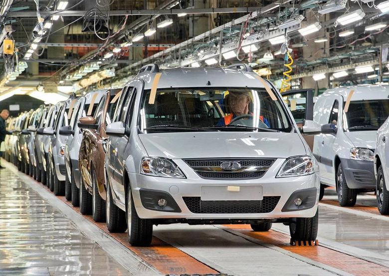 АвтоВАЗ приостановил производство машин: названа официальная причина