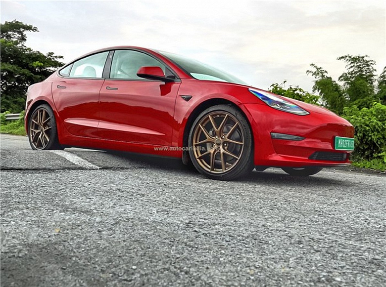 Tesla Model 3 не приспособлена к индийским дорогам из-за слишком маленького клиренса