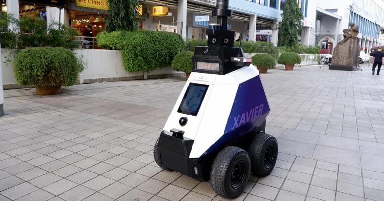 Роботы приступили к охране общественного порядка в Сингапуре