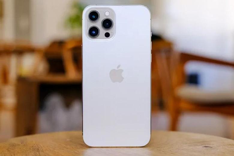 Врезанная фронтальная камера и 48-мегапиксельная основная. iPhone 14 получит экран как у нынешних Android-флагманов, но по разрешению камеры все равн