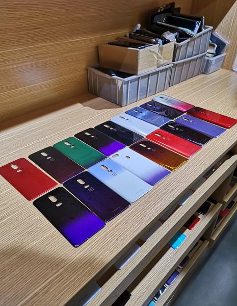 OnePlus-6-gradient-prototypes.jpg.png