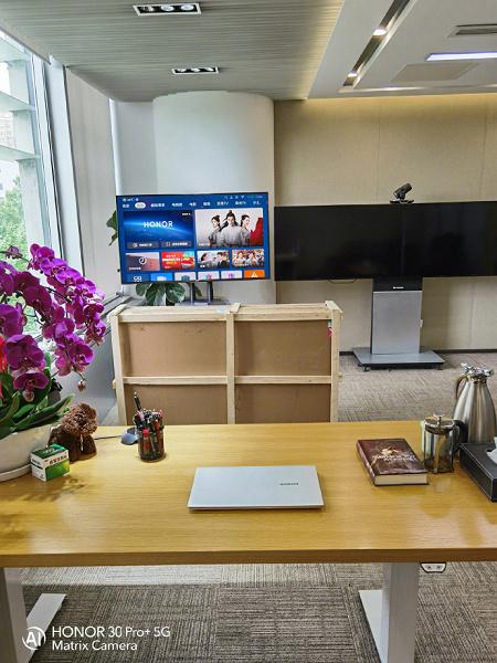 Новые ноутбук и телевизор Honor засветились на первой фотографии