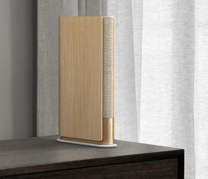 Беспроводная полочная колонка Bang & Olufsen Beosound Emerge похожа на книгу