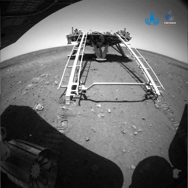 Первый китайский марсоход начал своё путешествие по Красной планете