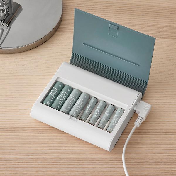 IKEA выпустила книгу для зарядки аккумуляторных батареек, в том числе и в России