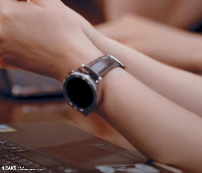 Так выглядят Samsung Galaxy Watch 4 Classic вживую: часы засветились в официальном рекламном ролике